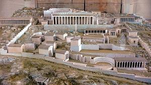 Modell des Heiligtums im Archäologischen Museum von Delphi